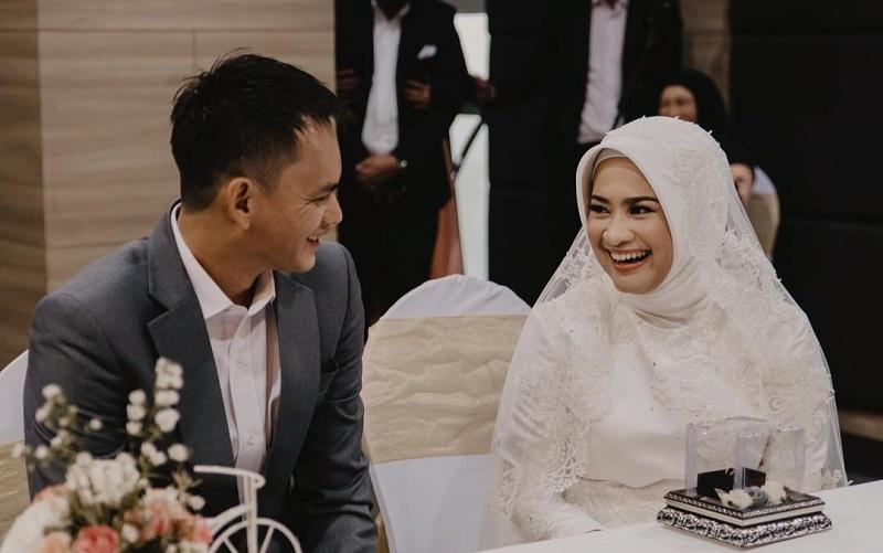 https: img.okezone.com content 2021 02 07 33 2357896 ikke-nurjanah-menikah-ririn-dwi-ariyanti-beri-ucapan-selamat-dan-doa-YZ3MGwnGU8.jpg