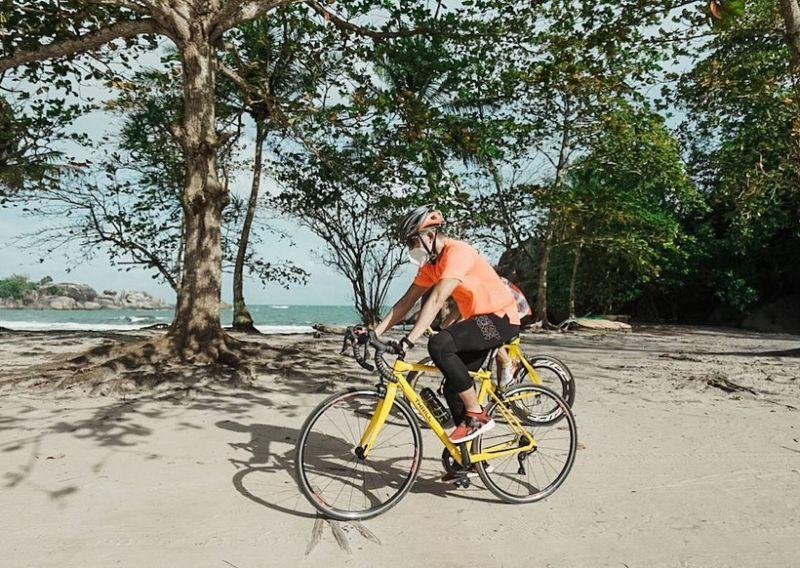 https: img.okezone.com content 2021 02 07 406 2358060 sandiaga-uno-sport-tourism-belitung-melanjutkan-recovery-pascapandemi-MwilDmV9eE.jpg