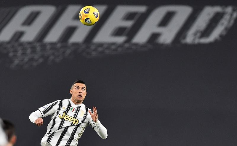 https: img.okezone.com content 2021 02 07 47 2357910 daftar-top-skor-liga-italia-cristiano-ronaldo-kian-kukuh-di-puncak-oSWsz3gRcR.jpg