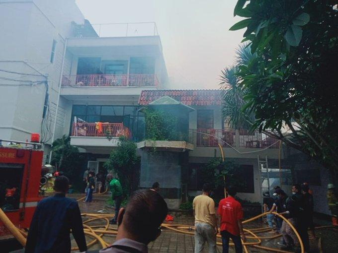 https: img.okezone.com content 2021 02 07 512 2358145 kebakaran-hanguskan-rumah-huni-di-setiabudi-jaksel-jSoQQDdioX.jpg