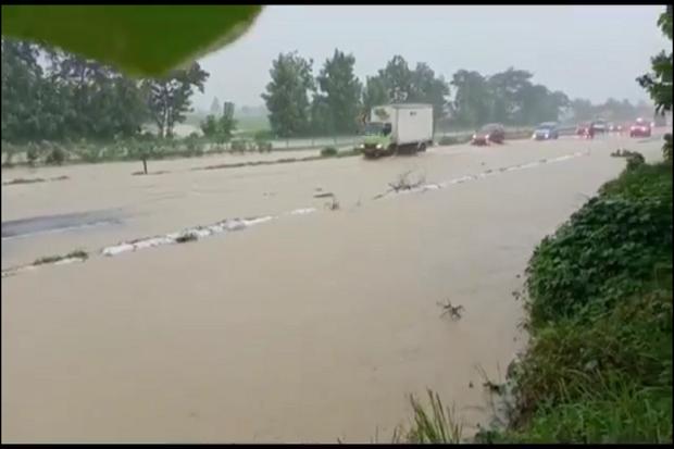 https: img.okezone.com content 2021 02 07 525 2358211 tol-cipali-terendam-banjir-arus-lalu-lintas-tujuan-jakarta-tersendat-PpnRHpjAuF.png