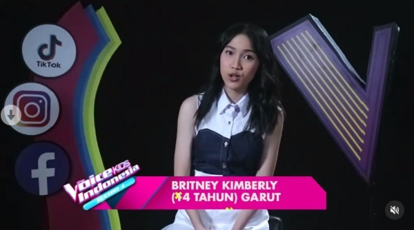 https: img.okezone.com content 2021 02 07 598 2357883 britney-kimberly-raih-standing-ovation-di-the-voice-kids-indonesia-season-4-61fCYwt7KQ.jpg