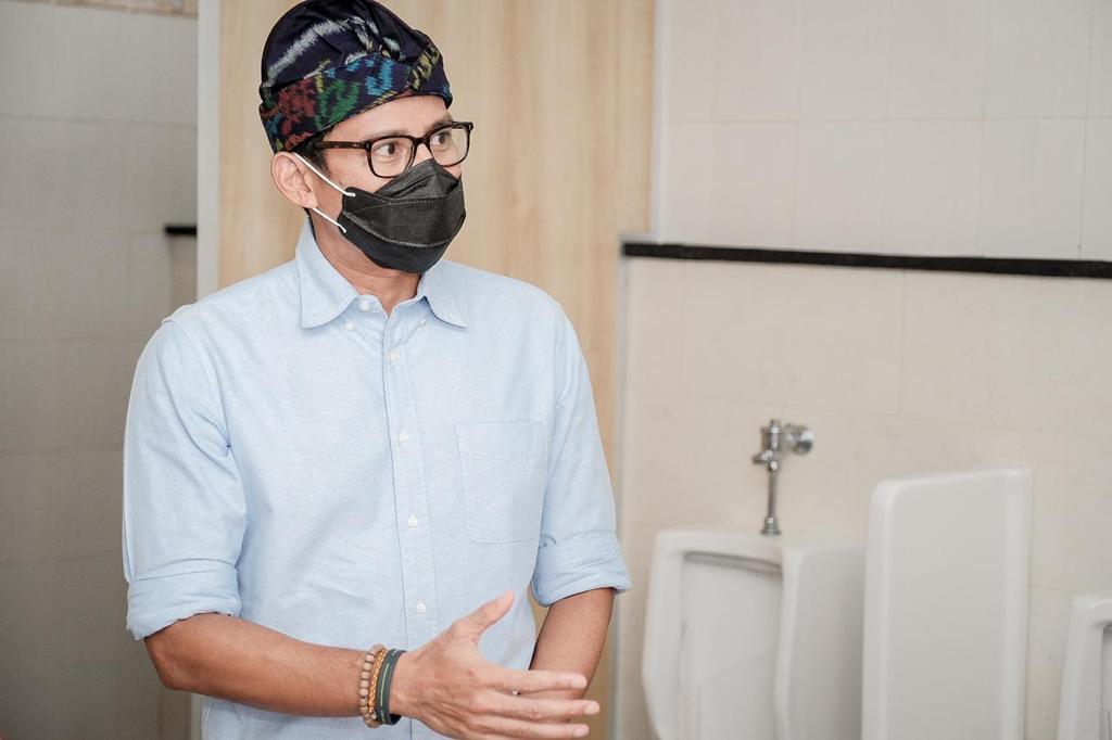 https: img.okezone.com content 2021 02 07 620 2357961 sandiaga-uno-dan-sti-segera-renovasi-toilet-di-destinasi-wisata-gYMEdVujZl.jpeg