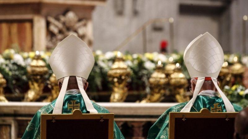 https: img.okezone.com content 2021 02 08 18 2358253 paus-fransiskus-tunjuk-perempuan-sebagai-anggota-sinode-para-uskup-untuk-pertama-kalinya-j6onYo89dB.jpg