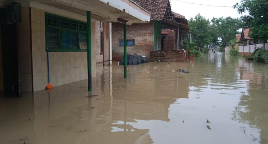 https: img.okezone.com content 2021 02 08 337 2358285 bnpb-catat-66-bencana-di-pekan-awal-februari-2021-terbanyak-banjir-HRlu35rNT7.jpg