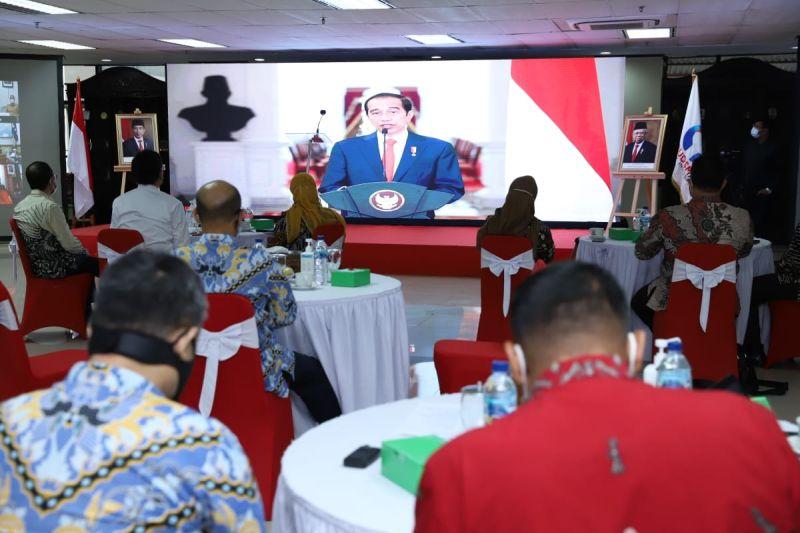 https: img.okezone.com content 2021 02 08 337 2358740 presiden-jokowi-situasi-krisis-cara-kerja-harus-inovatif-Sc7Q435qKm.jpg