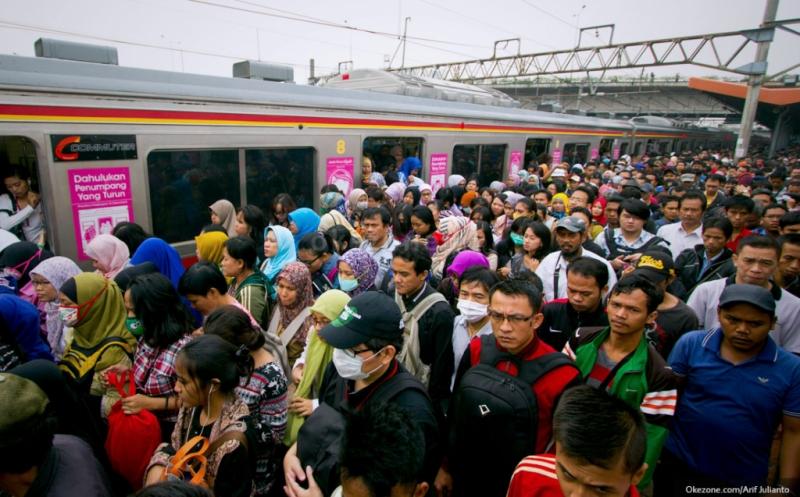 https: img.okezone.com content 2021 02 08 338 2358370 penumpang-krl-berjubel-parah-netizen-prokes-tidak-berlaku-disini-UZQJF25zp0.JPG