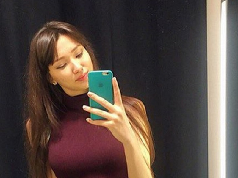 https: img.okezone.com content 2021 02 08 43 2358726 sabina-altynbekova-pevoli-kazakhstan-yang-sudah-cantik-juga-penyayang-keluarga-XT0mXQ7YvV.jpg