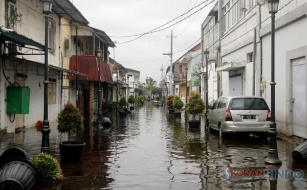 https: img.okezone.com content 2021 02 08 470 2358299 cara-bersihkan-perabot-pasca-banjir-dari-kasur-hingga-lemari-GcuxjrSKAT.jpg