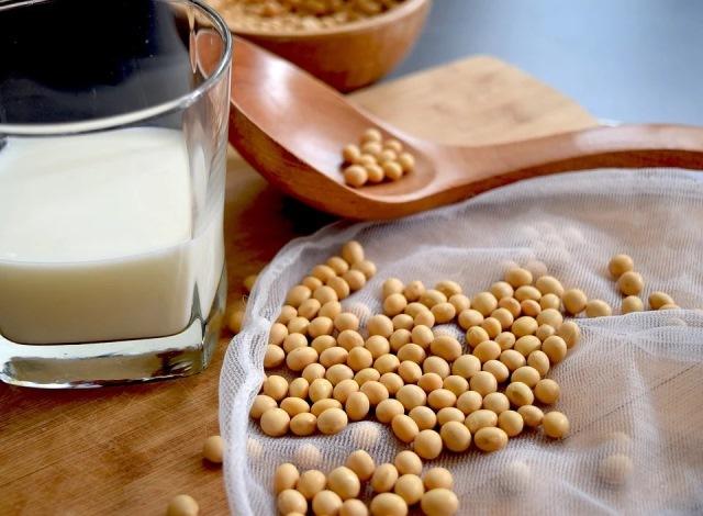 https: img.okezone.com content 2021 02 08 481 2358350 ini-4-jenis-susu-dengan-nutrisi-terbaik-tingkatkan-kesehatan-tubuh-Eid3QMJ0Q7.jpg