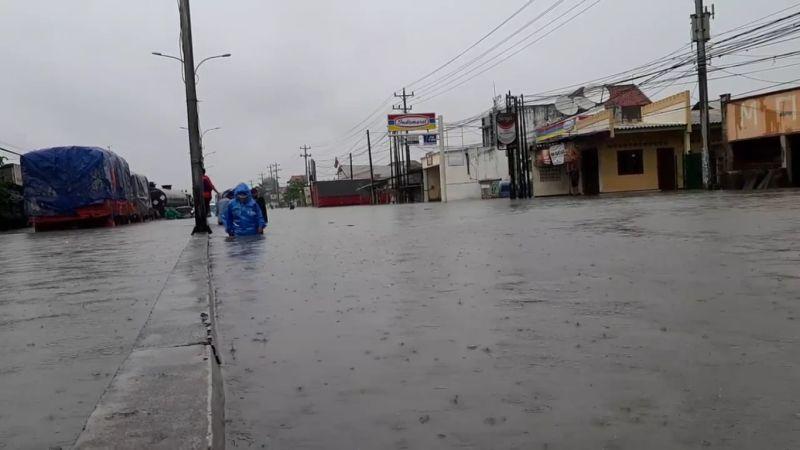 https: img.okezone.com content 2021 02 08 512 2358838 banjir-semarang-masih-1-meter-sopir-truk-terjebak-3-hari-pNyYoVbezm.jpg