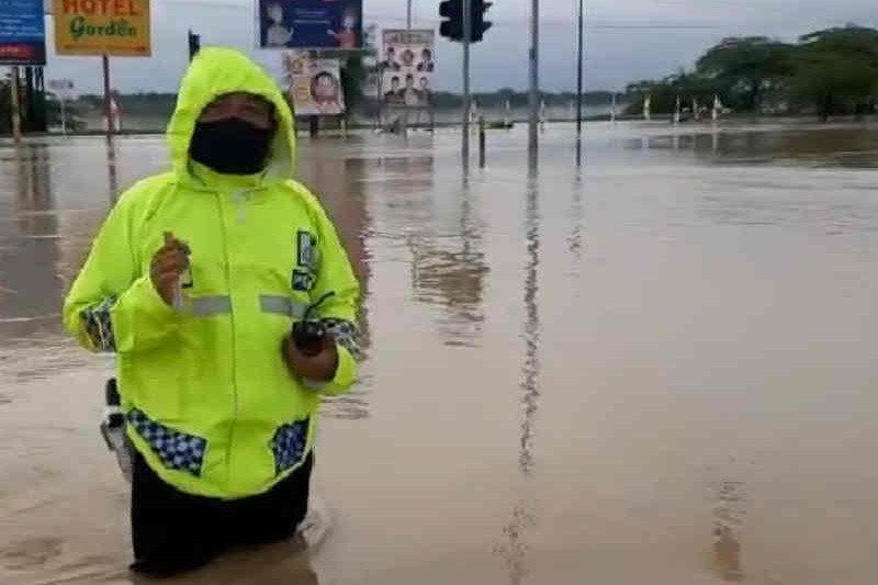 https: img.okezone.com content 2021 02 08 525 2358394 gerbang-tol-kertajati-tol-cipali-ditutup-akibat-banjir-BmsHZNvyQQ.jpg