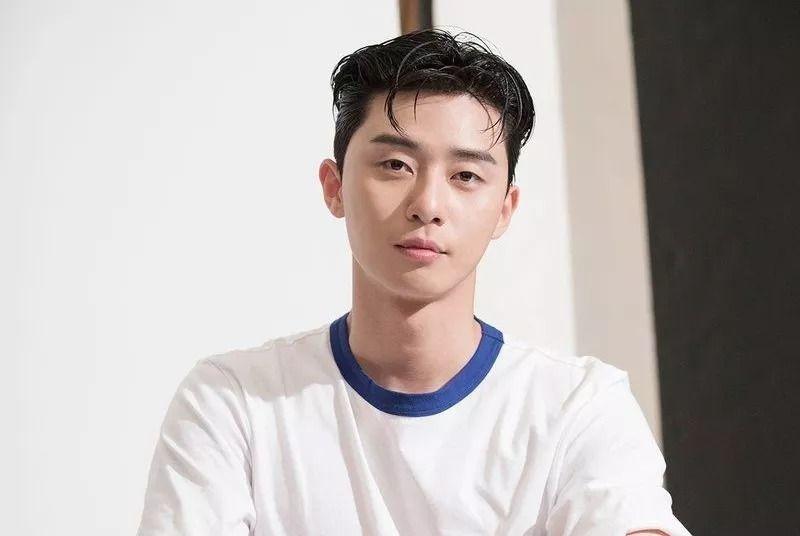 https: img.okezone.com content 2021 02 08 611 2358735 mengupas-rahasia-kulit-glowing-song-joong-ki-hingga-park-seo-joon-MWGlLKnkNx.jpg