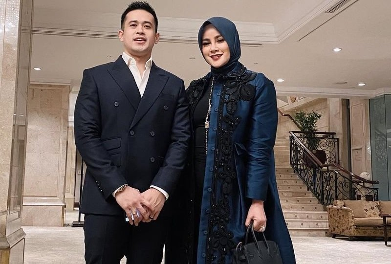 https: img.okezone.com content 2021 02 09 33 2358944 hot-gosip-suami-unggah-foto-olla-ramlan-tanpa-hijab-hingga-marthin-saba-meninggal-ltpnyQTzdu.jpg