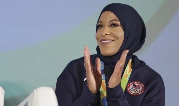 https: img.okezone.com content 2021 02 09 43 2358982 ibtihaj-muhammad-jadi-atlet-hijab-amerika-serikat-pertama-yang-raih-medali-di-olimpiade-uwnTbpmcqf.jpg