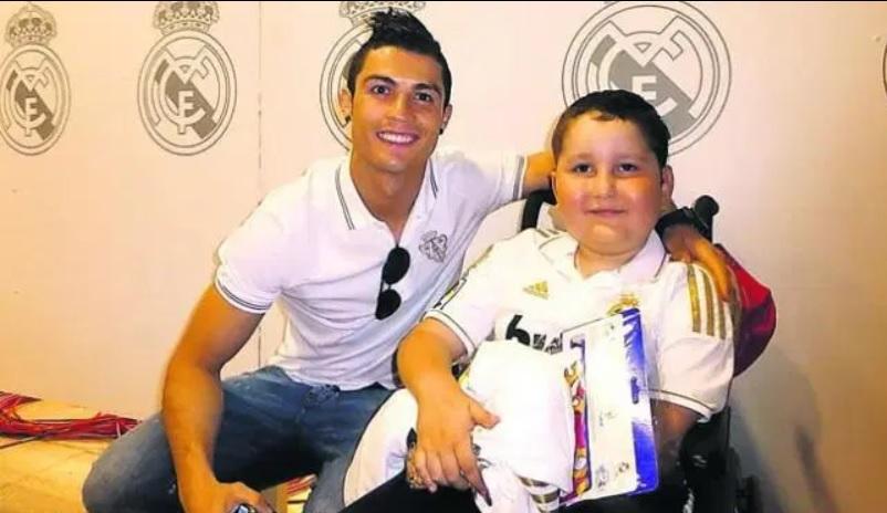 Sungguh Mulia, Ini Alasan Cristiano Ronaldo Sering Bantu Penderita Kanker :  Okezone Bola