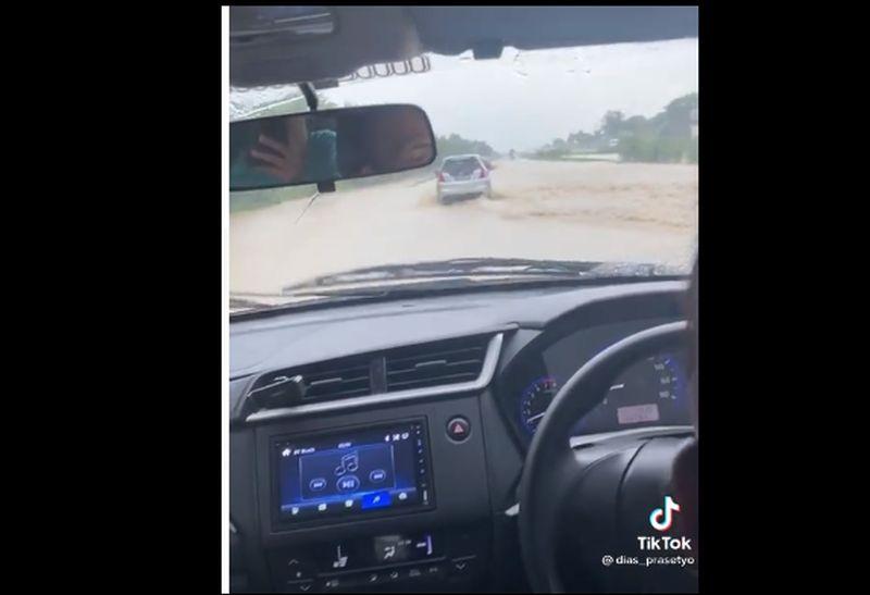 https: img.okezone.com content 2021 02 09 525 2359392 video-viral-banjir-cipali-ternyata-kejadian-hari-minggu-sore-O5IWZY8qxY.jpg