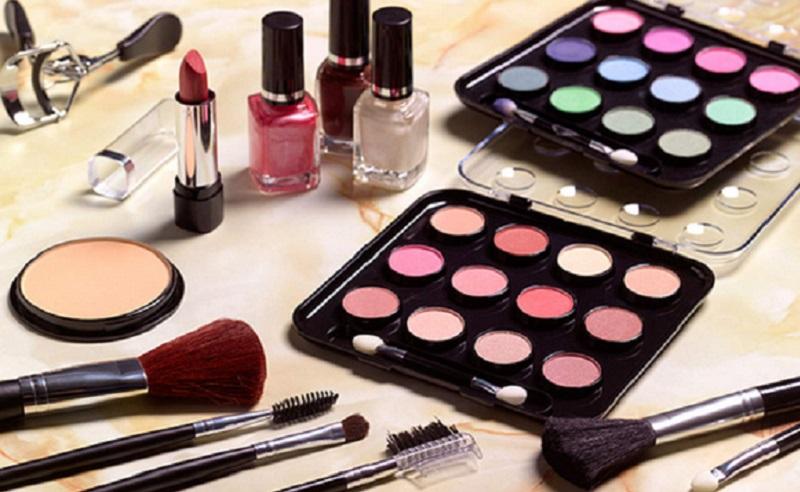 https: img.okezone.com content 2021 02 09 611 2359273 beautypedia-4-makeup-dasar-yang-harus-dimiliki-pemula-qCFNTY3g69.jpg