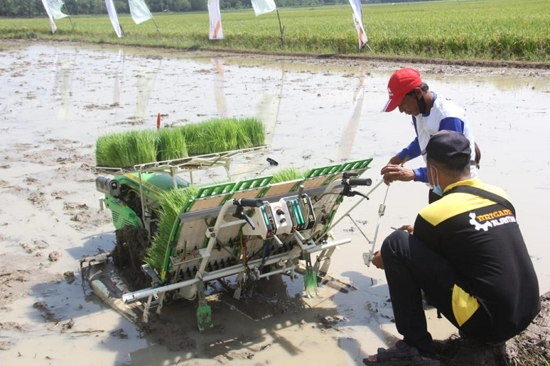 https: img.okezone.com content 2021 02 10 1 2359917 kementan-akan-maksimalkan-mekanisasi-pertanian-indonesia-pjppouHY7M.jpg