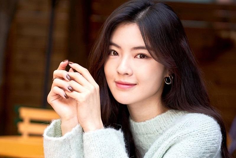 https: img.okezone.com content 2021 02 10 206 2359790 couple-goals-lee-sun-bin-dapat-dukungan-lee-kwang-soo-bintangi-film-baru-UUTfKNZkCT.jpg