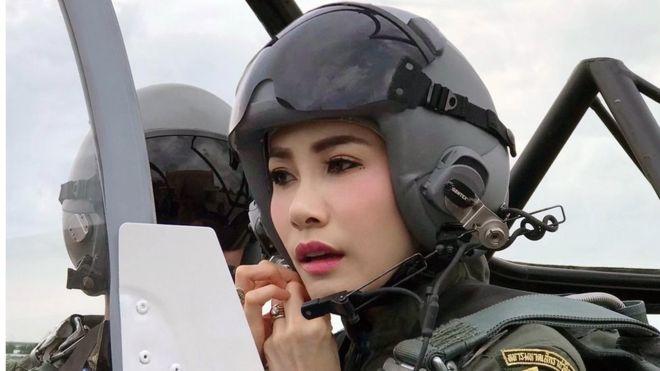 https: img.okezone.com content 2021 02 10 406 2360095 sineenat-wongvajirapakdi-si-pilot-cantik-selir-raja-thailand-ca9nEJacG6.jpg
