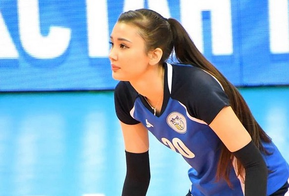 https: img.okezone.com content 2021 02 10 43 2360024 popularitas-sabina-altynbekova-tak-bikin-pevoli-kazakhstan-lainnya-iri-agbyChNSRc.jpg
