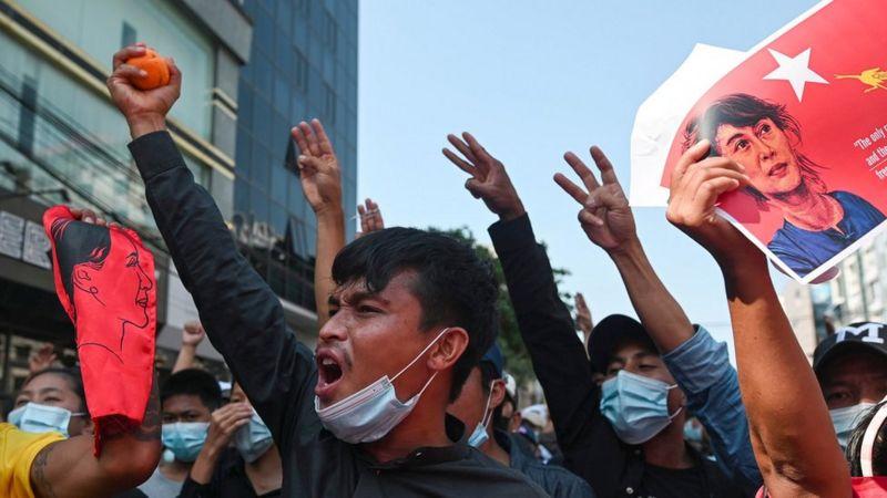 https: img.okezone.com content 2021 02 11 18 2360181 kudeta-militer-myanmar-perempuan-yang-diduga-ditembak-di-aksi-demo-dalam-kondisi-kritis-gDd8Nl8E1T.jpg