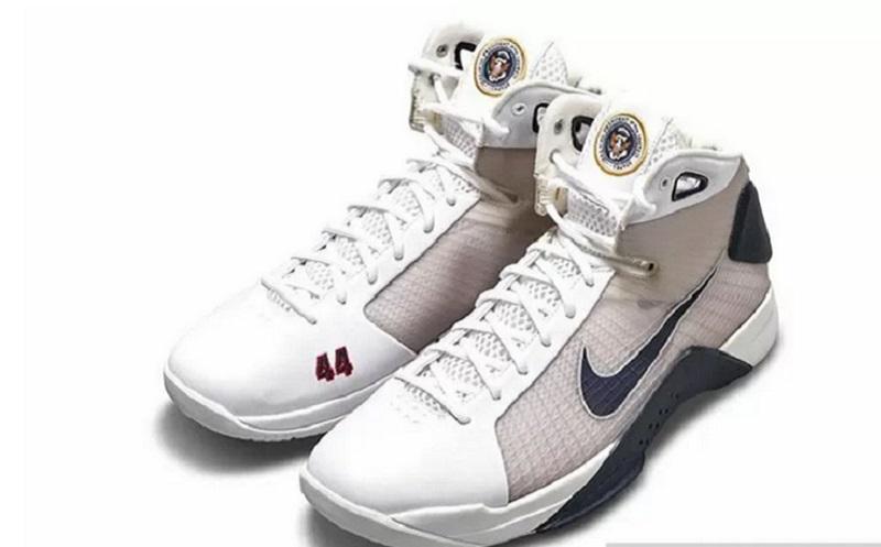 https: img.okezone.com content 2021 02 11 194 2360426 sepatu-sneakers-barack-obama-dijual-rp350-juta-xUD4lvjPve.jpg