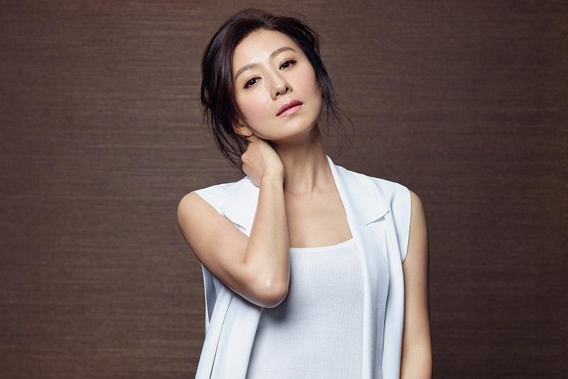 https: img.okezone.com content 2021 02 11 206 2360761 kim-hee-ae-gabung-film-baru-do-exo-dan-sol-kyung-gu-NI81HzD2DV.jpg
