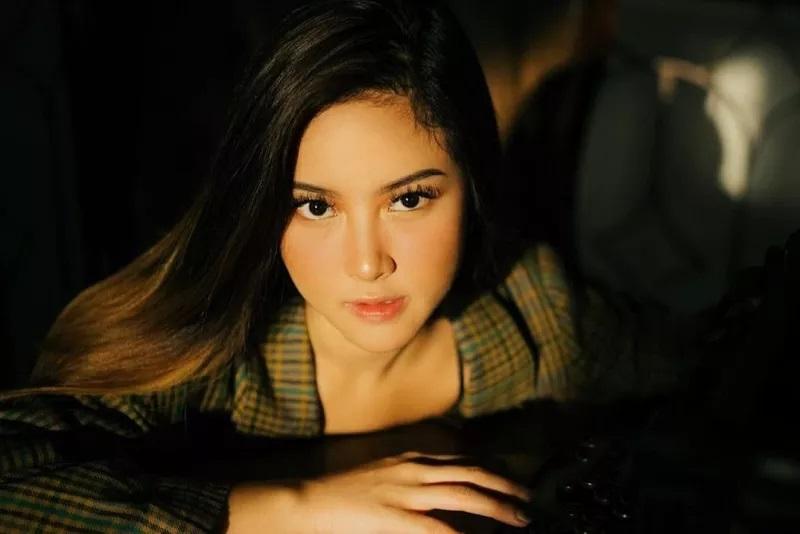 https: img.okezone.com content 2021 02 11 33 2360361 imbas-video-syur-instagram-kekasih-gabriella-larasati-diserbu-netizen-mUgs2ZskwS.jpg