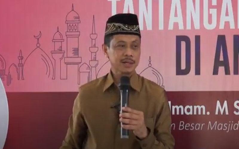 https: img.okezone.com content 2021 02 11 330 2360561 berkat-belajar-halal-haram-produk-makanan-bob-memutuskan-mualaf-9wojnoa7KP.jpg