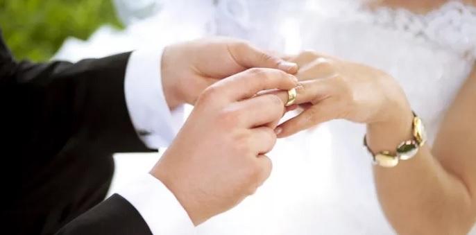 https: img.okezone.com content 2021 02 11 337 2360385 promosikan-nikah-dini-dan-poligami-aisha-wedding-terancam-pasal-berlapis-pWAzr3b47c.jpg