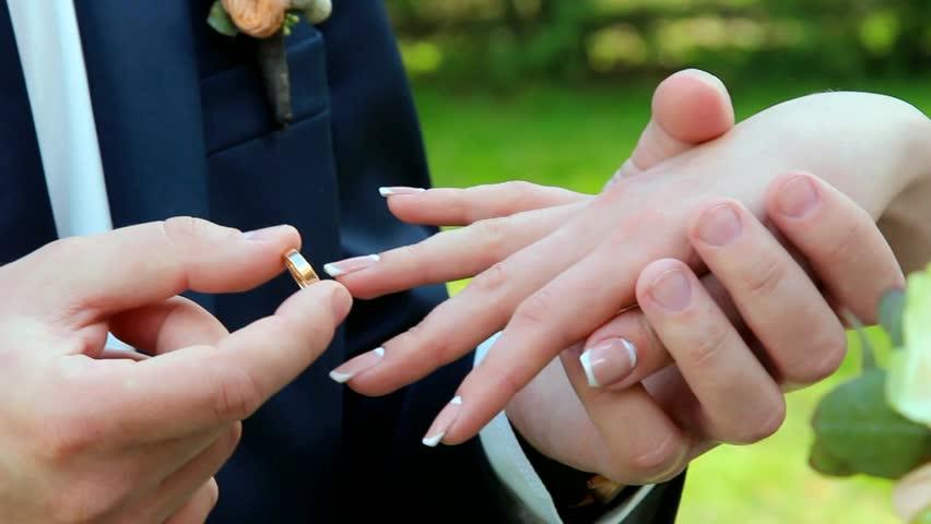 https: img.okezone.com content 2021 02 11 337 2360718 nikah-usia-12-tahun-langgar-uu-kemenag-paling-minimal-19-tahun-ruV7zpFtb7.jpg