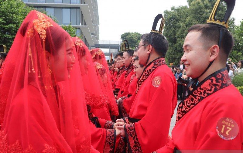 https: img.okezone.com content 2021 02 11 406 2360277 pernikahan-hari-valentine-di-china-membeludak-abaikan-tradisi-libur-imlek-vB55614eKK.jpg