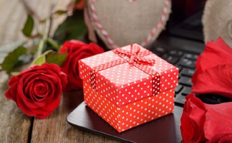 https: img.okezone.com content 2021 02 11 612 2360496 cowok-ini-4-kado-valentine-untuk-pacar-ACMv1Ld9bn.jpg