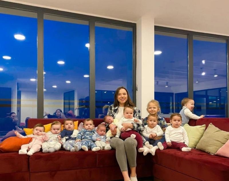 https: img.okezone.com content 2021 02 12 18 2361167 ketagihan-istri-jutawan-ini-punya-11-anak-dan-berencana-tambah-puluhan-lagi-NfosvYlP81.jpg