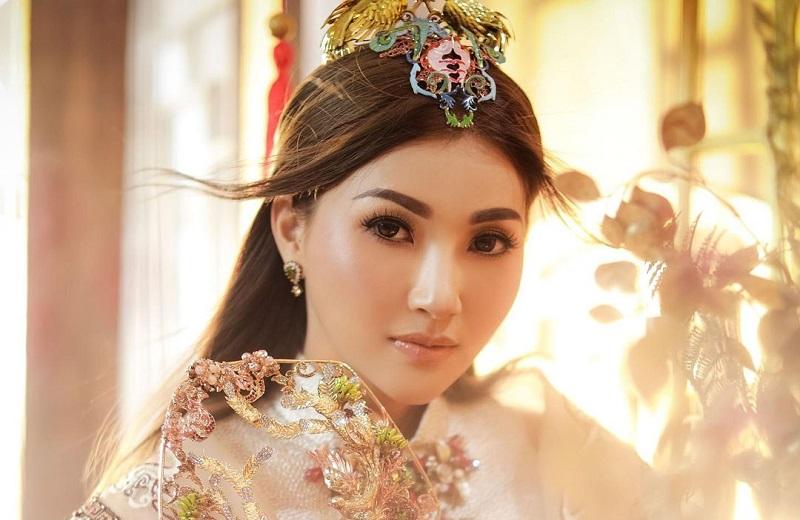 https: img.okezone.com content 2021 02 12 194 2360962 5-potret-sarwendah-berbalut-cheongsam-bak-putri-kerajaan-di-perayaan-imlek-USkV62YuPR.jpg