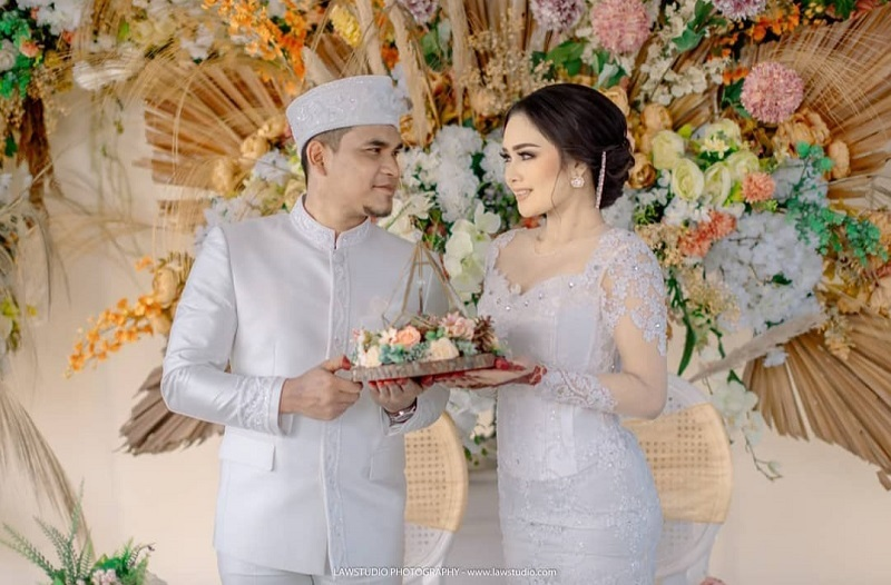 https: img.okezone.com content 2021 02 12 33 2360940 intan-ratna-juwita-ogah-cerai-dari-maell-lee-vdsLbCqqkA.jpg