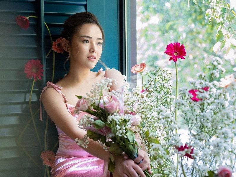 https: img.okezone.com content 2021 02 13 194 2361545 inspirasi-busana-pink-di-hari-valentine-ada-amanda-manopo-hingga-nagita-slavina-fQEoTr7h7w.jpg