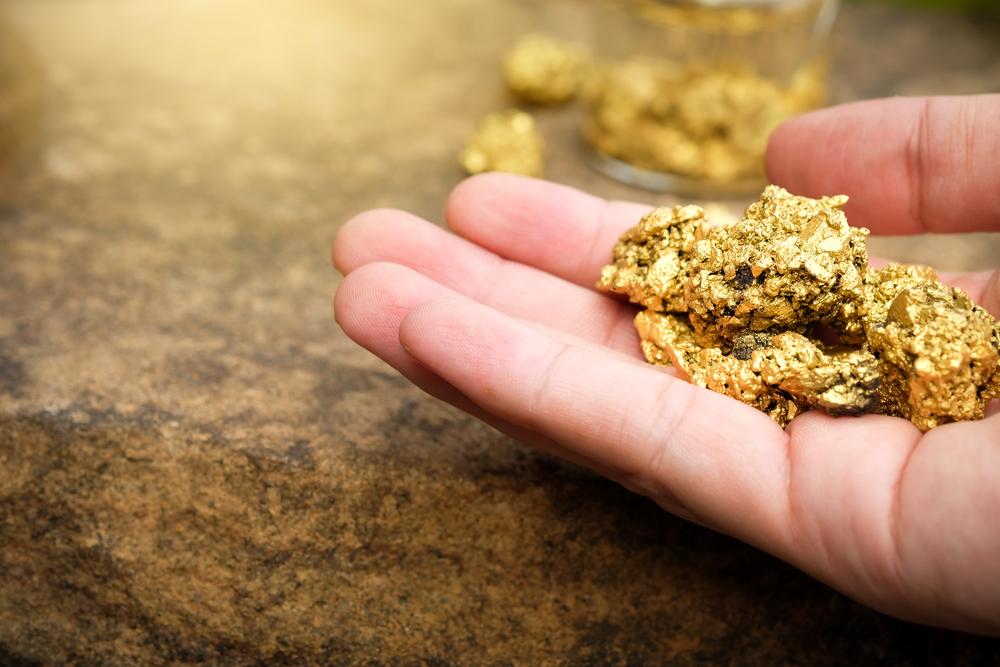 https: img.okezone.com content 2021 02 13 320 2361287 harga-emas-turun-lagi-jadi-usd1-823-ounce-g8CBFg4yM2.jpeg