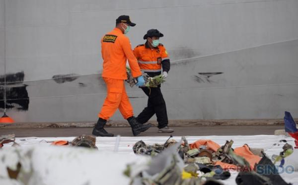 https: img.okezone.com content 2021 02 13 320 2361443 5-fakta-investigasi-pesawat-sriwijaya-air-detik-detik-sebelum-jatuh-iygcEiGSTw.jpg