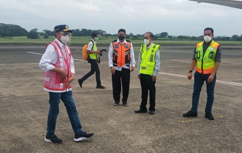 https: img.okezone.com content 2021 02 13 320 2361511 cegah-banjir-di-bandara-halim-perdanakusuma-ap-ii-bisa-apa-5vD6vuEMOr.jpg