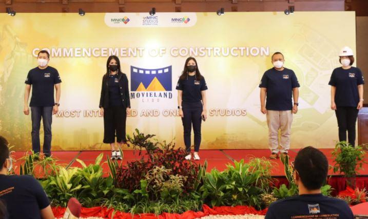 https: img.okezone.com content 2021 02 13 406 2361532 movieland-pusat-industri-film-drama-seri-kelas-dunia-mahakarya-mnc-studios-international-tbk-mnc-movieland-indonesia-CvBMjIDnxk.JPG