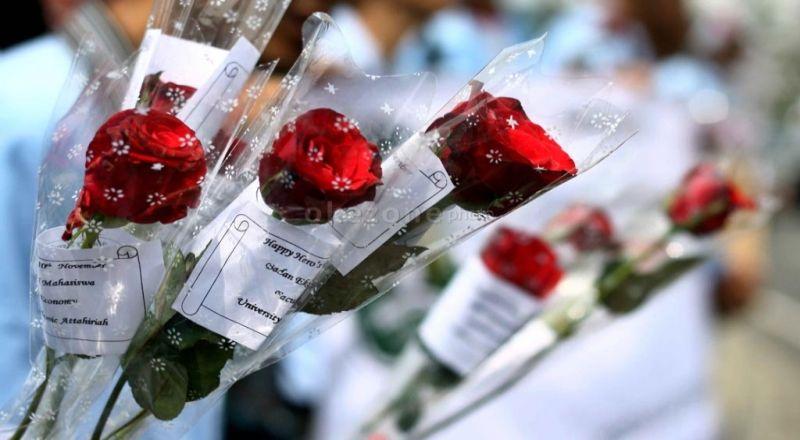https: img.okezone.com content 2021 02 13 455 2361298 peluang-bisnis-hari-valentine-jual-rangkaian-bunga-secara-online-YRbb68JIUY.jpg