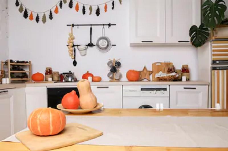 https: img.okezone.com content 2021 02 13 470 2361296 5-ide-desain-dapur-terlihat-mewah-dengan-budget-minim-wVgq2iusCp.jpg