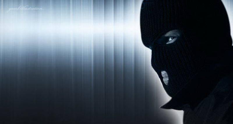 https: img.okezone.com content 2021 02 13 608 2361421 sekeluarga-jadi-komplotan-pencuri-aksinya-terekam-kamera-cctv-tnQkOA9Rv5.jpg