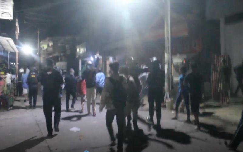 https: img.okezone.com content 2021 02 13 609 2361304 2-kelompok-pemuda-tawuran-di-makassar-polisi-terkena-panah-JI6kudF79E.jpg