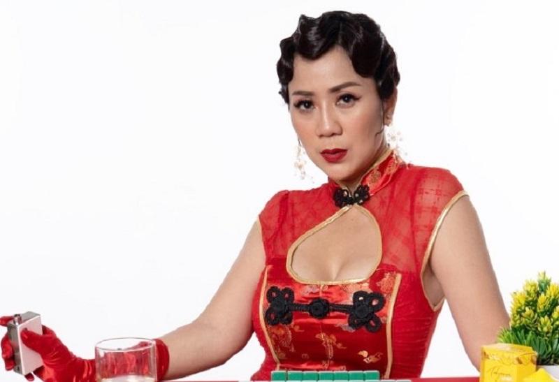 https: img.okezone.com content 2021 02 14 194 2361932 tante-ernie-seksi-pakai-cheongsam-netizen-bagi-angpaonya-dong-kakRW1Ou1a.jpg