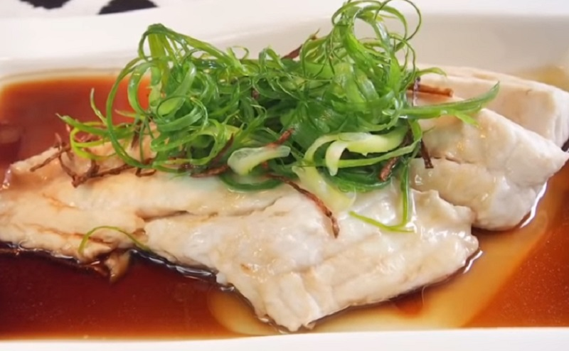 https: img.okezone.com content 2021 02 14 298 2361884 belum-move-on-dari-imlek-ini-resep-chinese-steamed-fish-RN03F2LKw4.jpg