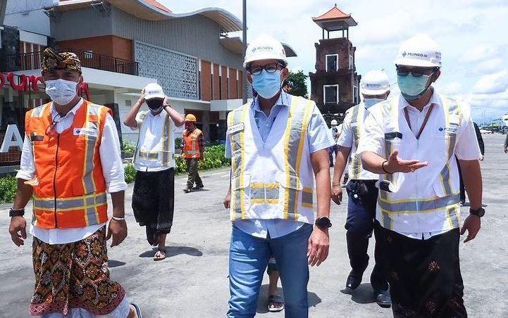 https: img.okezone.com content 2021 02 14 406 2361655 sandiaga-uno-tinjau-pengembangan-bali-maritime-tourism-hub-di-pelabuhan-benoa-M767N7bbOO.JPG